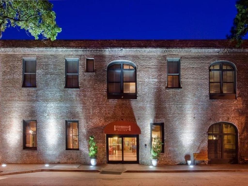 best price on staybridge suites savannah historic district. Black Bedroom Furniture Sets. Home Design Ideas