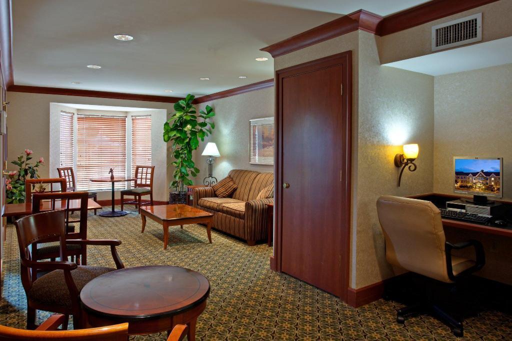 Lobi Staybridge Suites San Diego - Rancho Bernardo