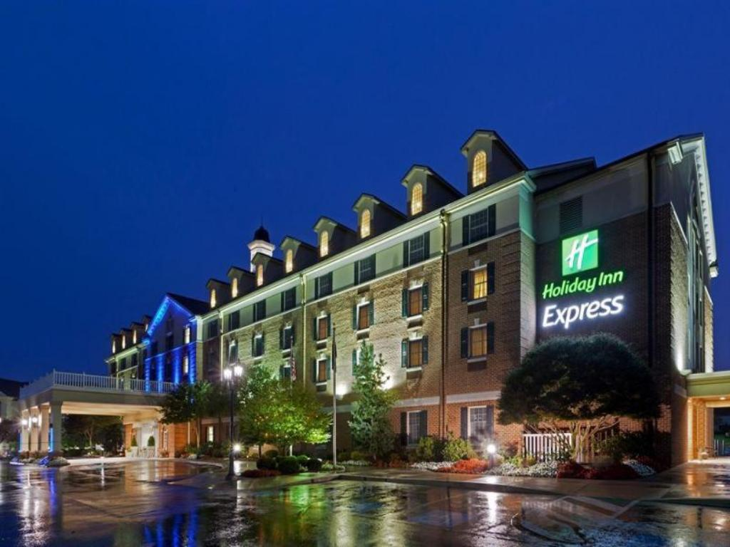 Holiday Inn Express State College at Williamsburg Square