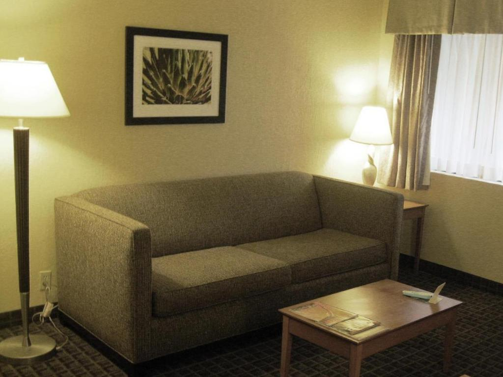 Vista Interior Best Western Plus Scottsdale Thunderbird Suites