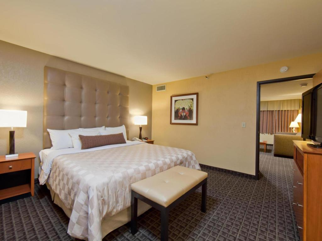 Suite numurs ar King izmēra gultu Best Western Plus Scottsdale Thunderbird Suites