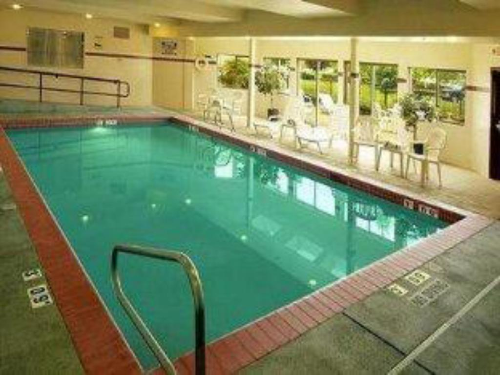 Uszoda Holiday Inn Express & Suites Springfield