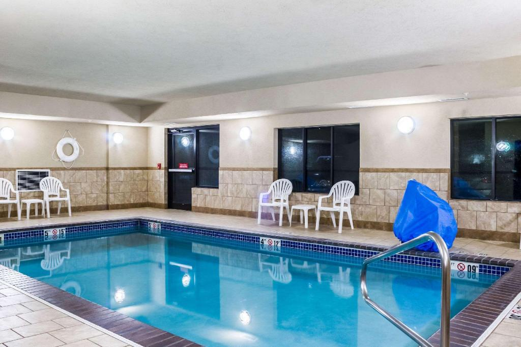 Piscina Quality Inn & Suites Airport North