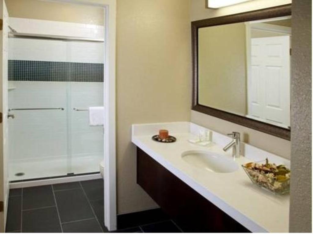 Staybridge Suites Torrance/Redondo Beach in Los Angeles (CA) - Room ...