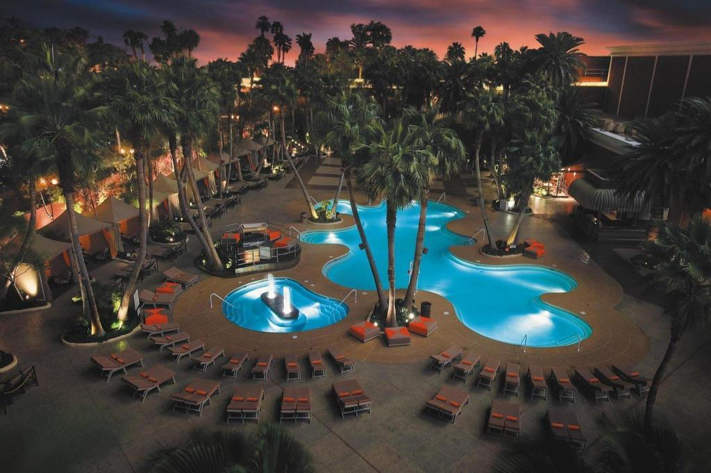 Swimming pool [outdoor] Treasure Island Hotel and Casino