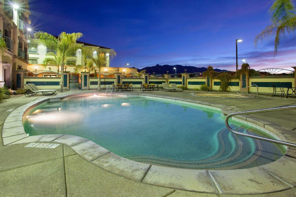Piscina al aire libre Holiday Inn Express Hotel & Suites Tucson Mall