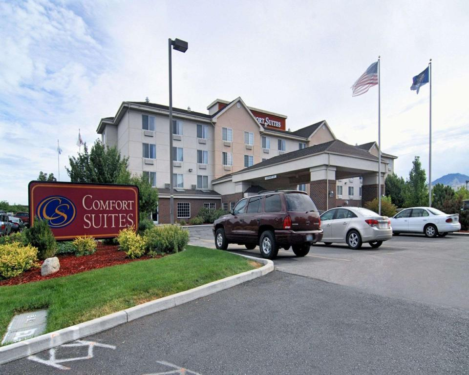 More about Comfort Suites Airport