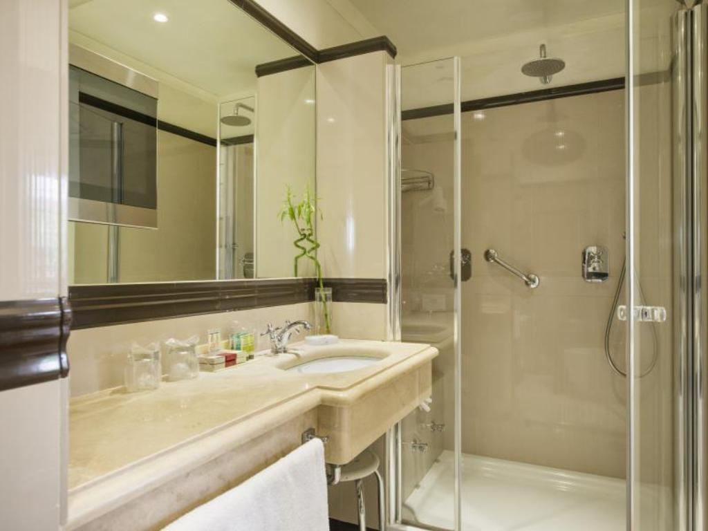 Bathroom The Britannia Hotel Rome