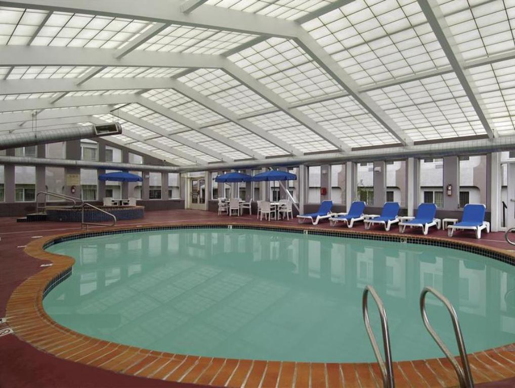 Piscina Holiday Inn Tacoma Mall