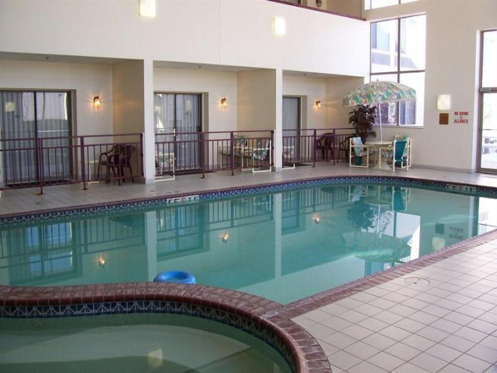 Kolam renang Holiday Inn Hotel And Suites Wausau-Rothschild