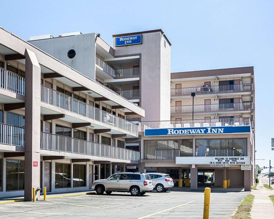 Rodeway Inn By The Beach Hotel