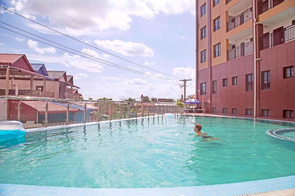 Swimming pool [outdoor] City Comfort Hotel Phnom Penh Airport