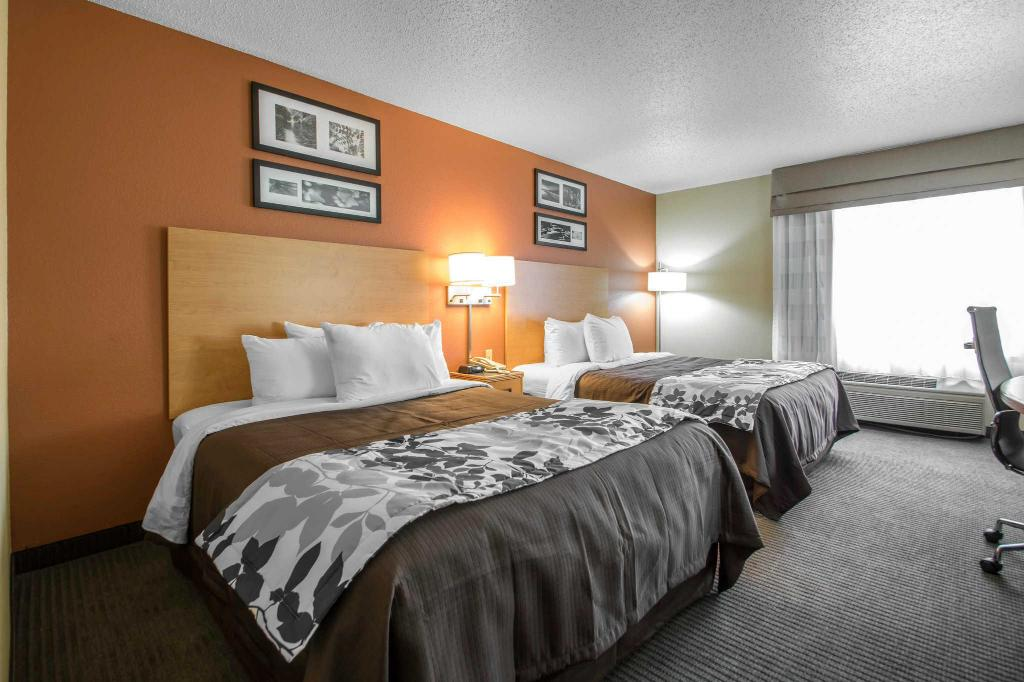 Queen Room with Two Queen Beds - Non-Smoking Sleep Inn and Suites Sheboygan I 43