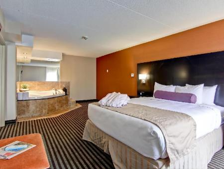 1 Bedroom King Suite Best Western Plus Toronto North York Hotel & Suites