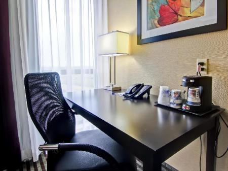 Interior view Best Western Plus Toronto North York Hotel & Suites