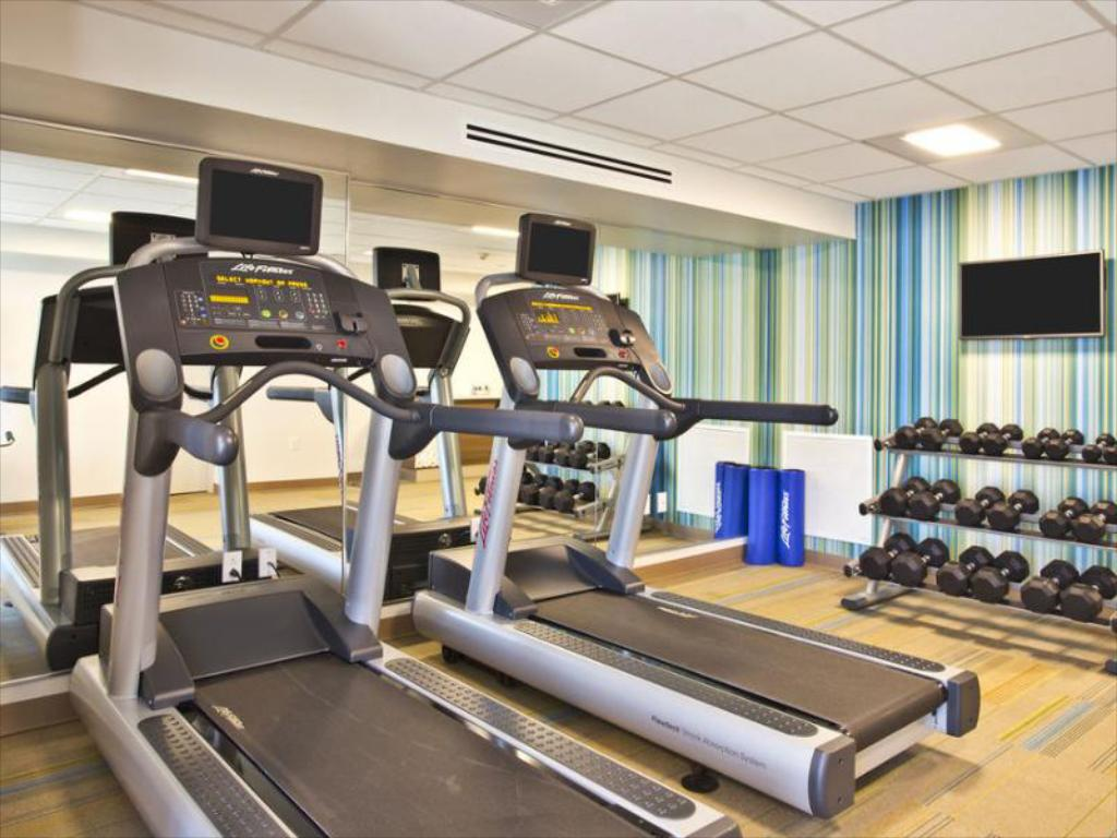 Fitness center Holiday Inn Express Boston-Waltham