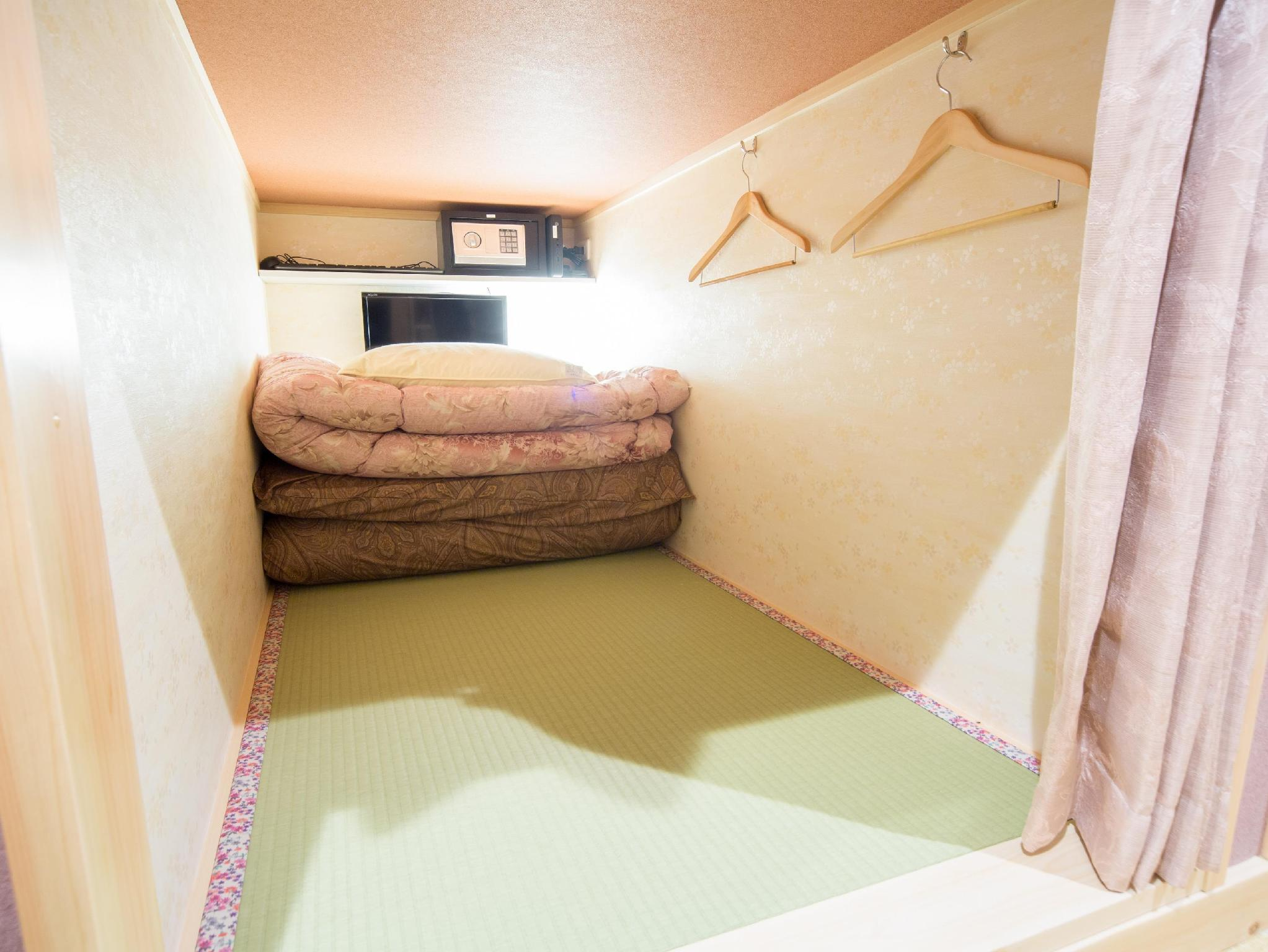 Female Capsule Room