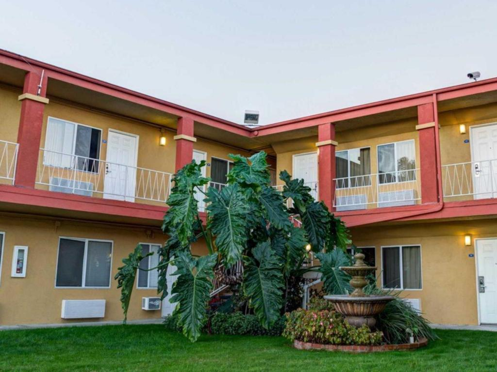 More About Rodeway Inn Near Venice Beach