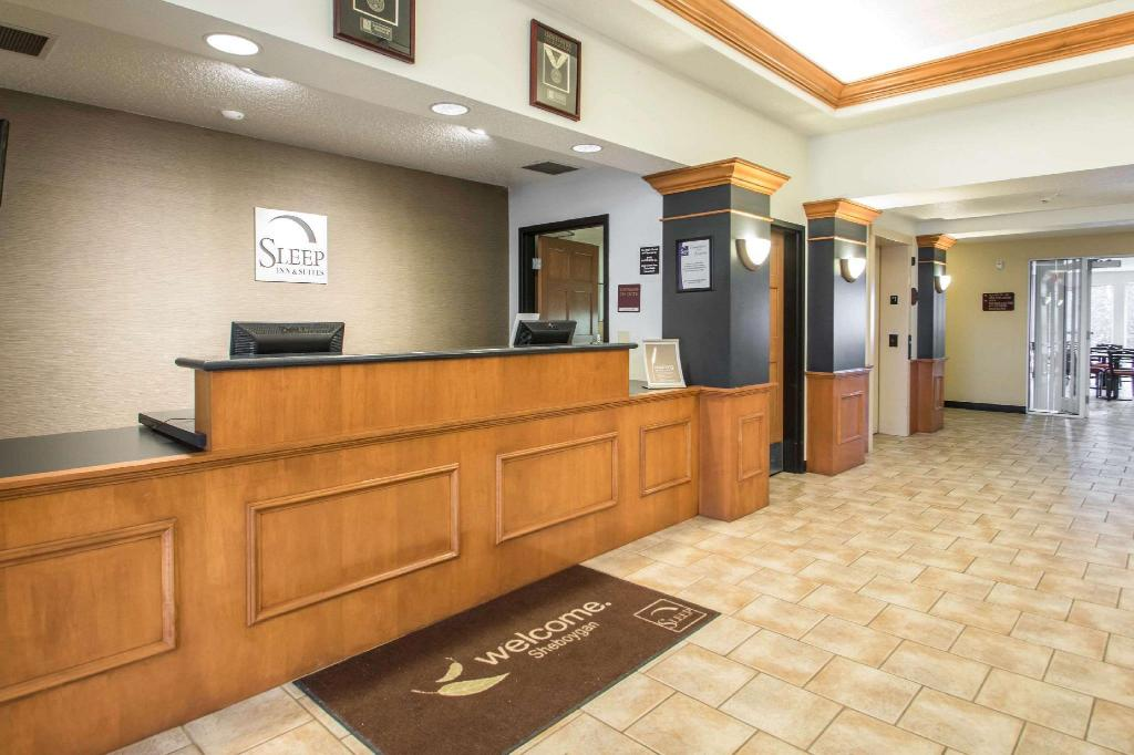 Lobi Sleep Inn and Suites Sheboygan