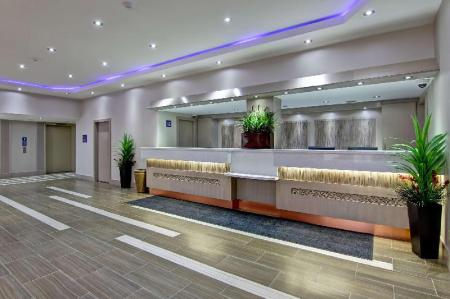 Lobby Best Western Plus Toronto North York Hotel & Suites