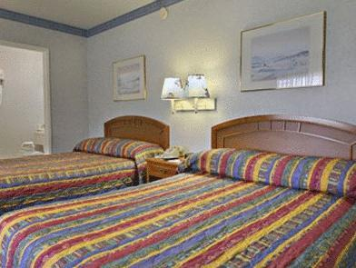 Doppelzimmer mit Zwei Doppelbetten - Raucher (Double Room with Two Double Beds - Smoking)