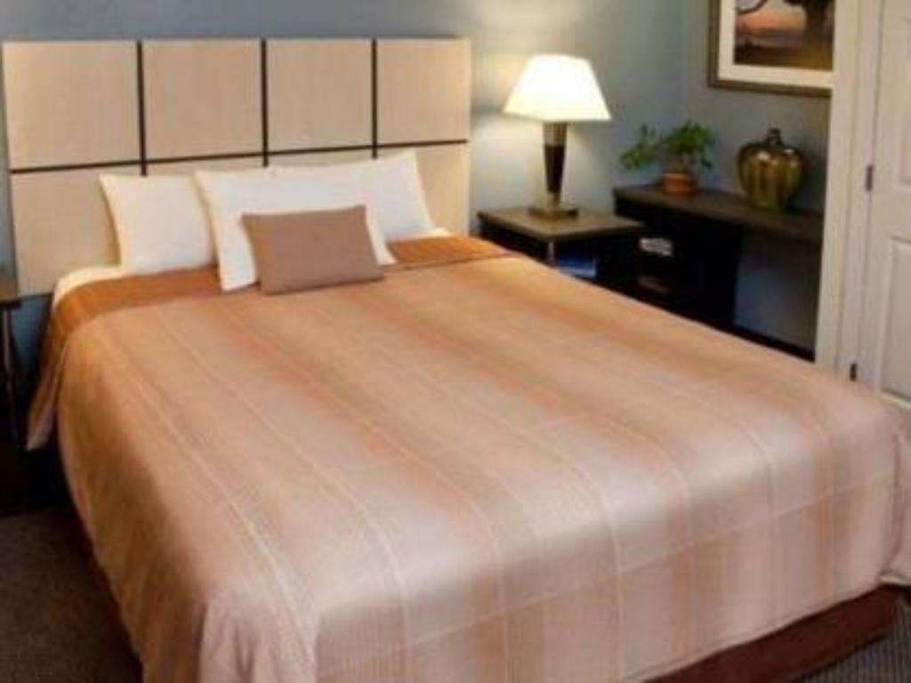 Standard Suite - Bed Candlewood Suites Houston - Westchase