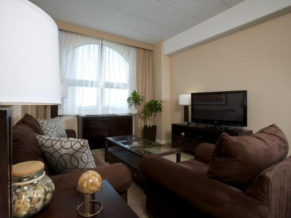1 King Bed Executive Suite Non-Smoking Crowne Plaza Columbus - Downtown