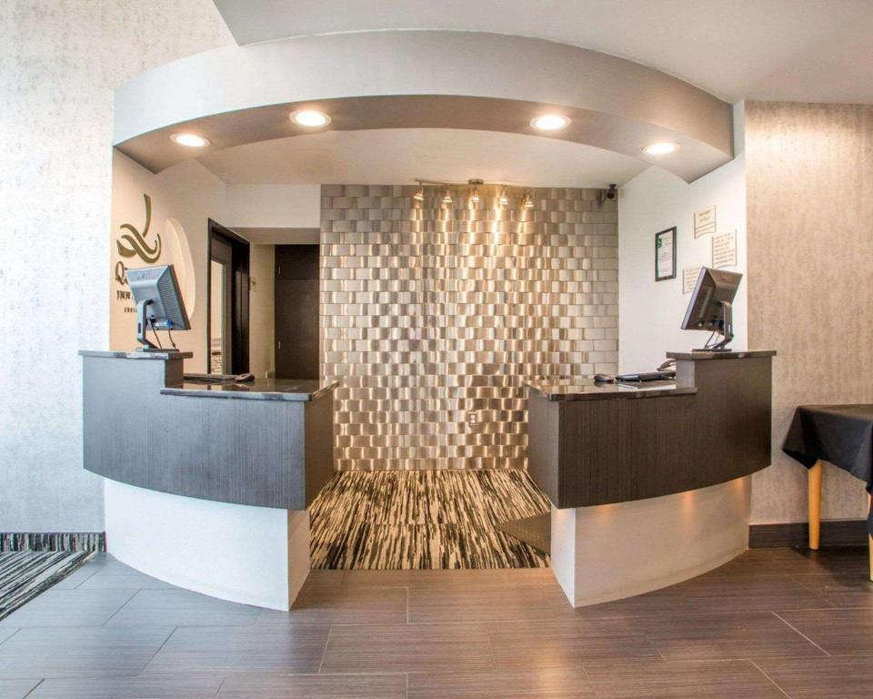 Lobby Quality Inn and Suites North/Polaris