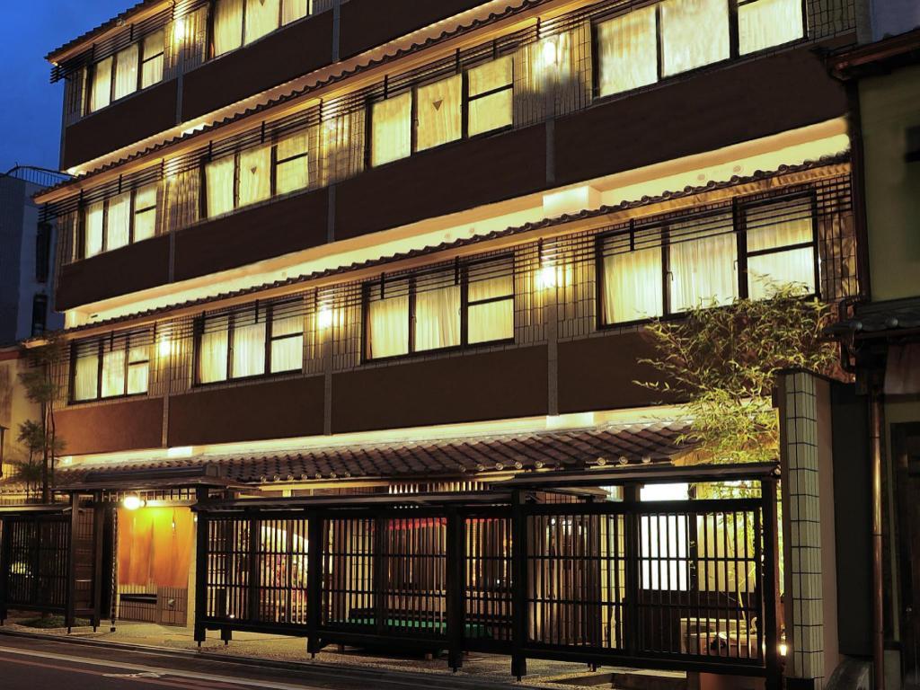 Kasuga Ryokan Hotel - room photo 8576120