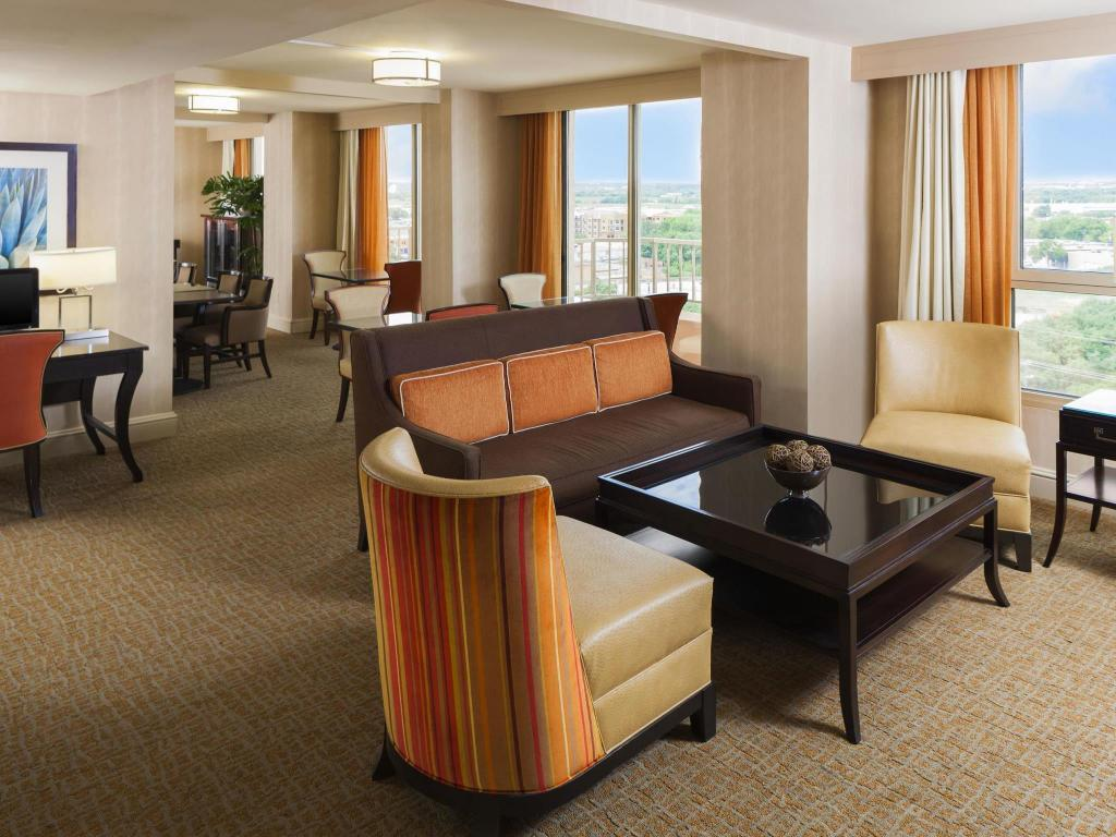 Lobi Sheraton Suites Market Center Dallas