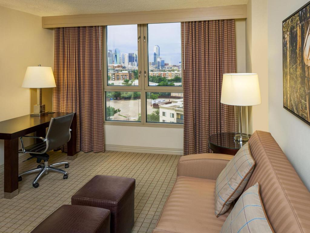 Pemandangan dalam Sheraton Suites Market Center Dallas