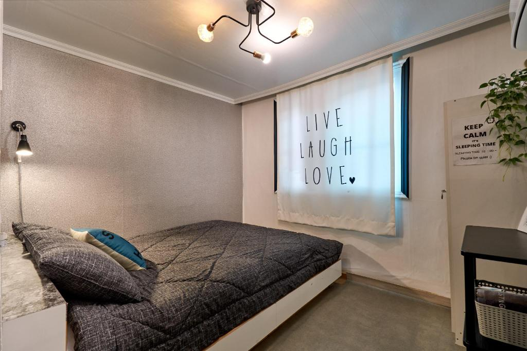 Basic Double Room - Female Only - View Jun Guesthouse Hongdae