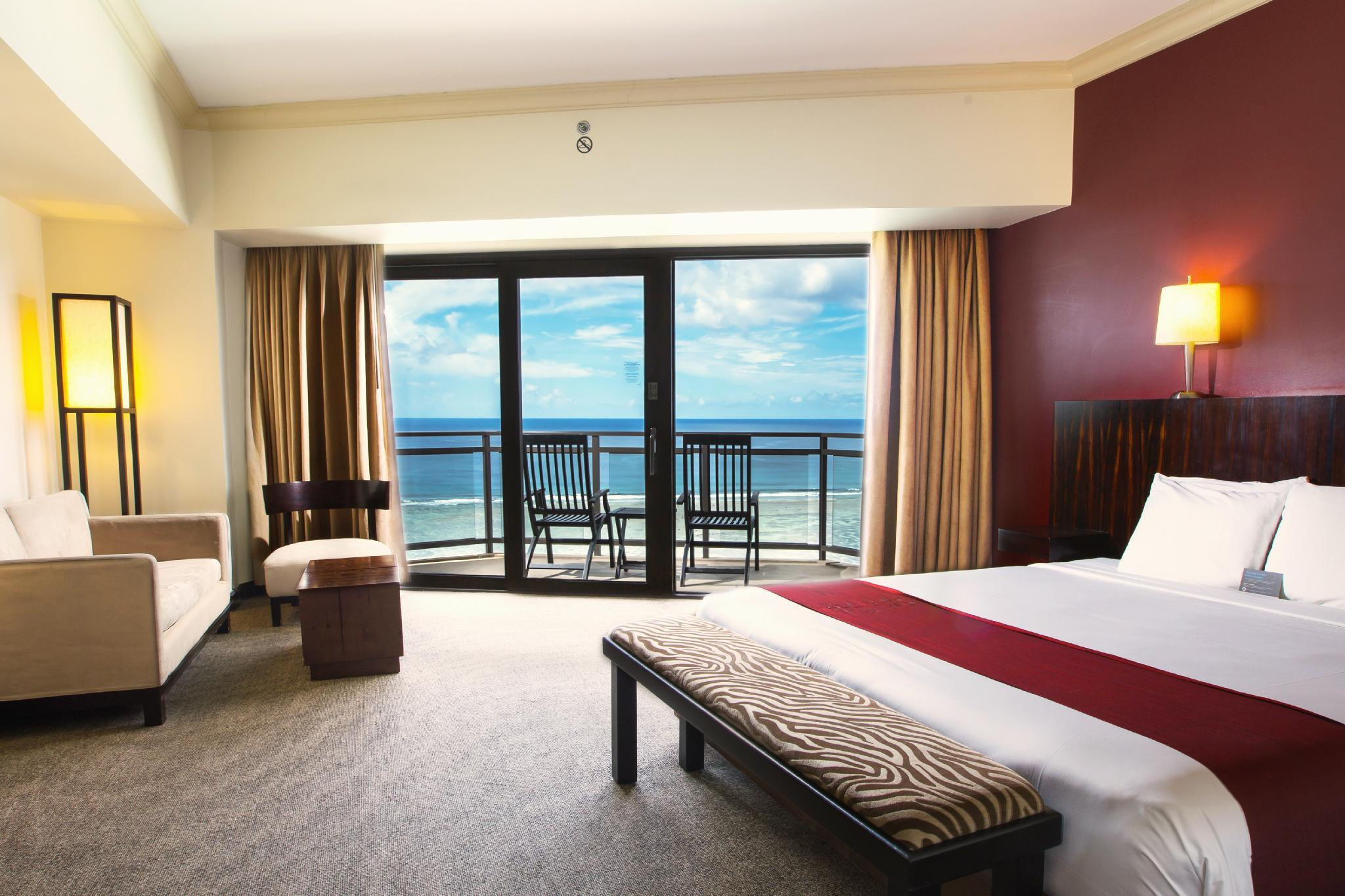 Club Ocean Front 1 King Bed