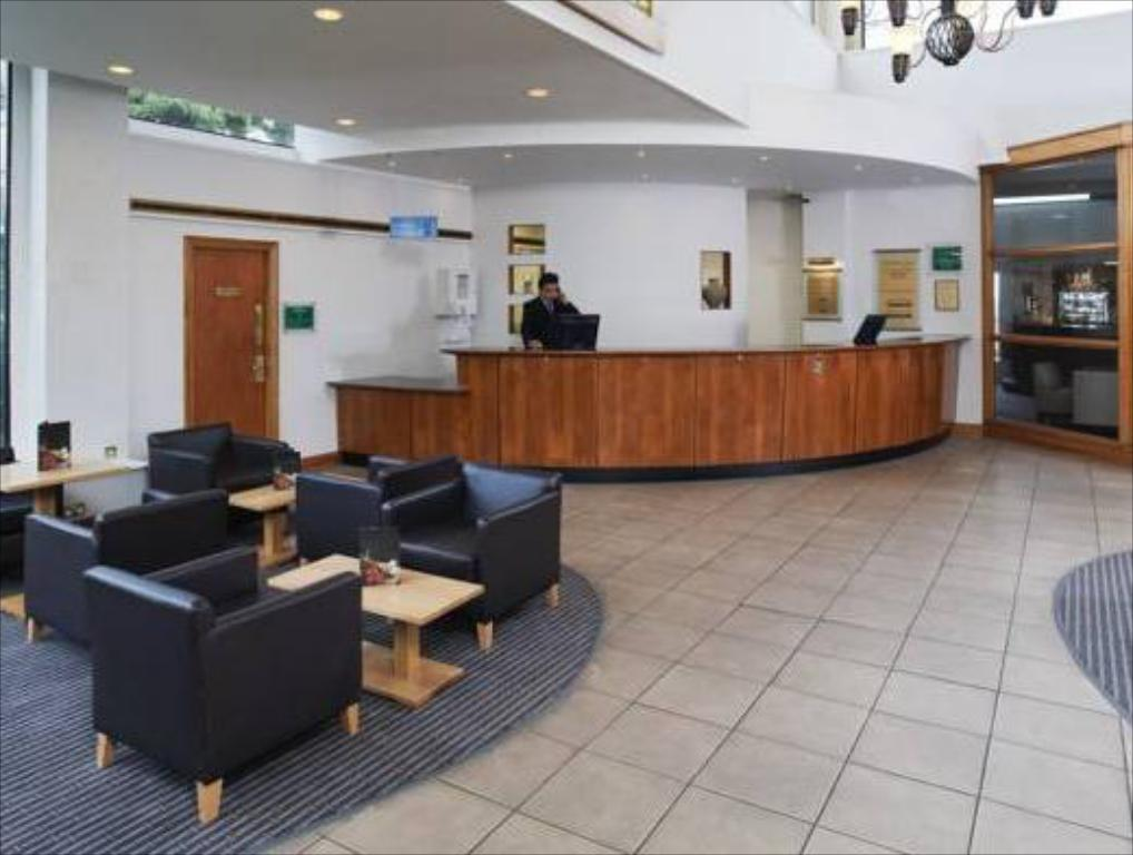 Hotellet indefra Holiday Inn Edinburgh City West