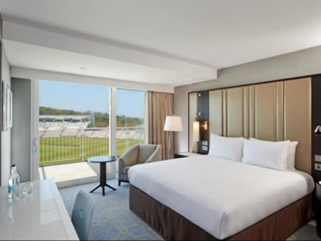 King Deluxe Room with View - Guestroom Hilton At The Ageas Bowl, Southampton