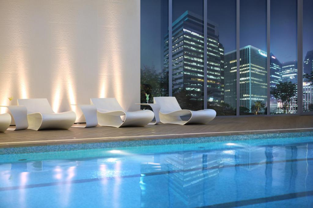 Swimming pool Lotte Hotel Seoul