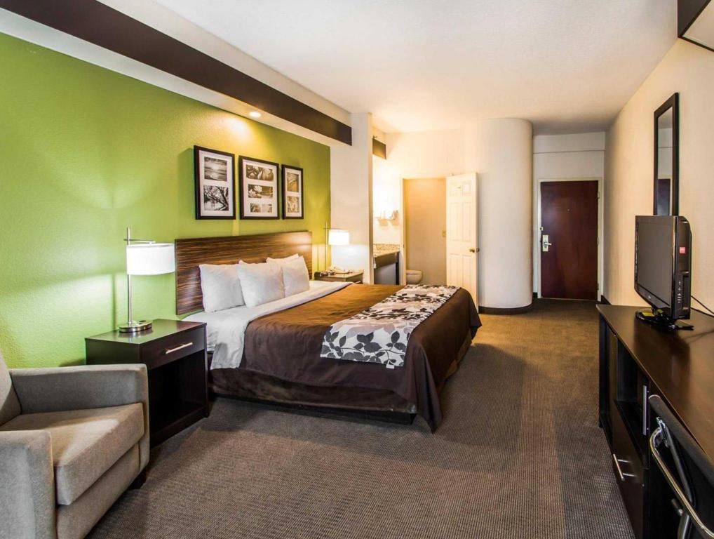 See all 6 photos Sleep Inn & Suites Orlando International Airport
