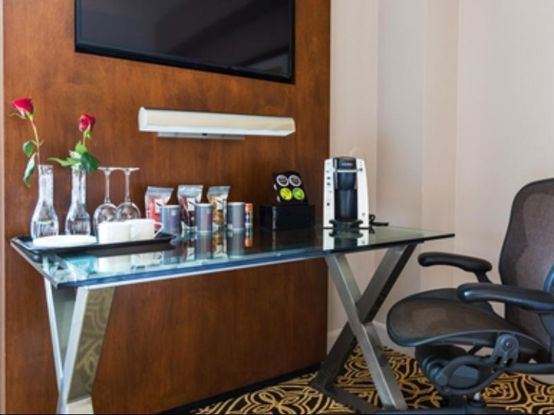 Suite Junior dengan Katil King – Mesra Pendengaran (1 King Junior Suite Hearing Accessible)
