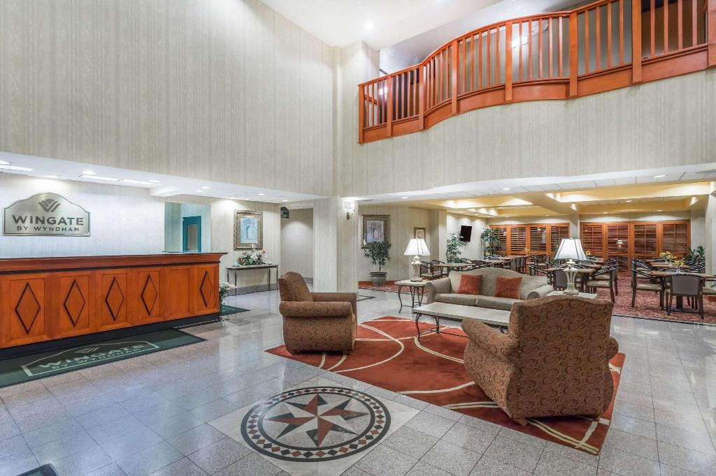 Lobby Wingate by Wyndham Orlando International Airport