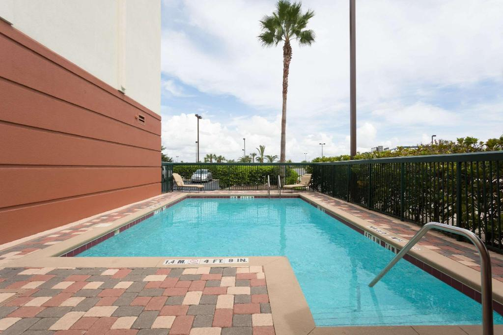Swimming pool [outdoor] Wingate by Wyndham Orlando International Airport