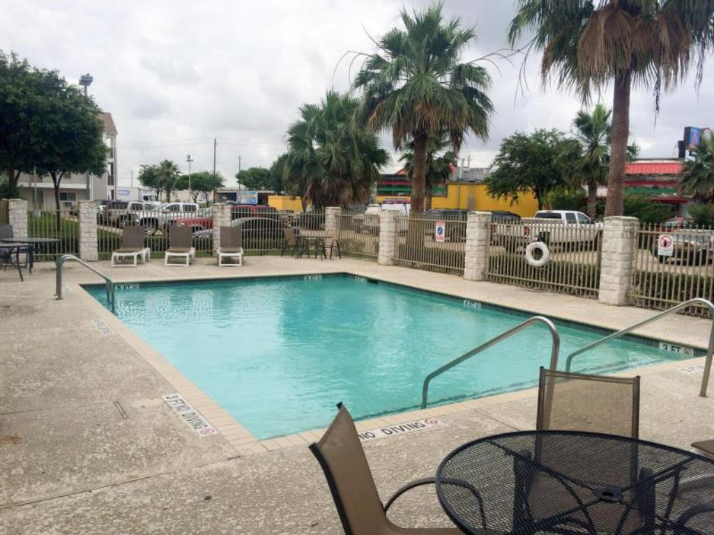 Best Price On Studio 6 Houston Clear Lake In Houston Tx
