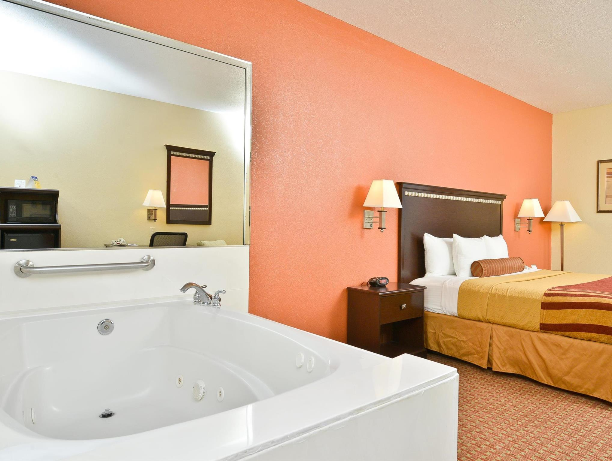Whirlpool Suite-1 King Bed