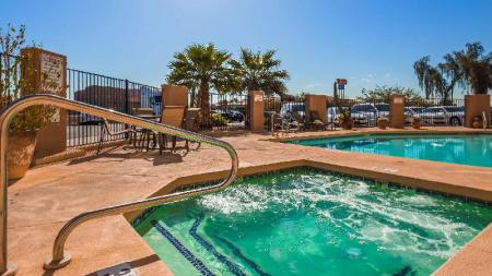 Swimming pool [outdoor] Best Western Tolleson Hotel