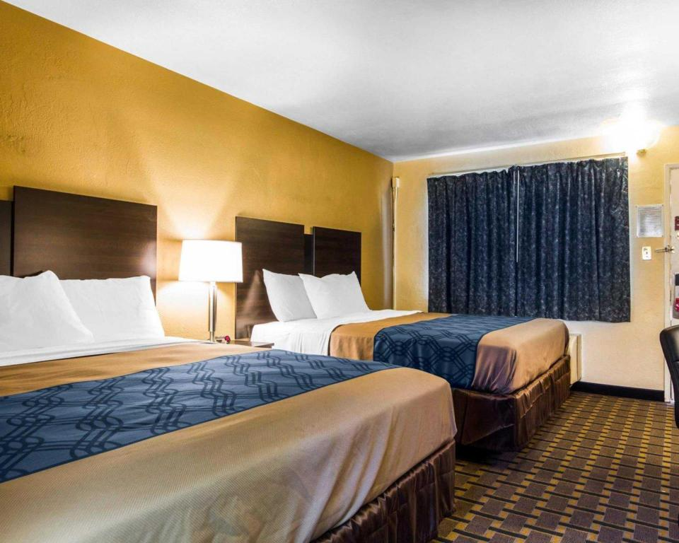 Double with 2 Double Beds - Non-Smoking Econo Lodge Sacramento Convention Center