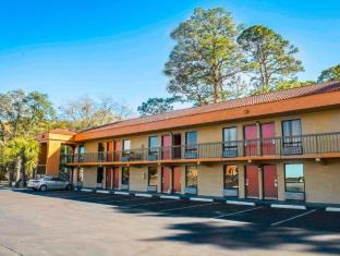 Econo Lodge Panama City Hotel