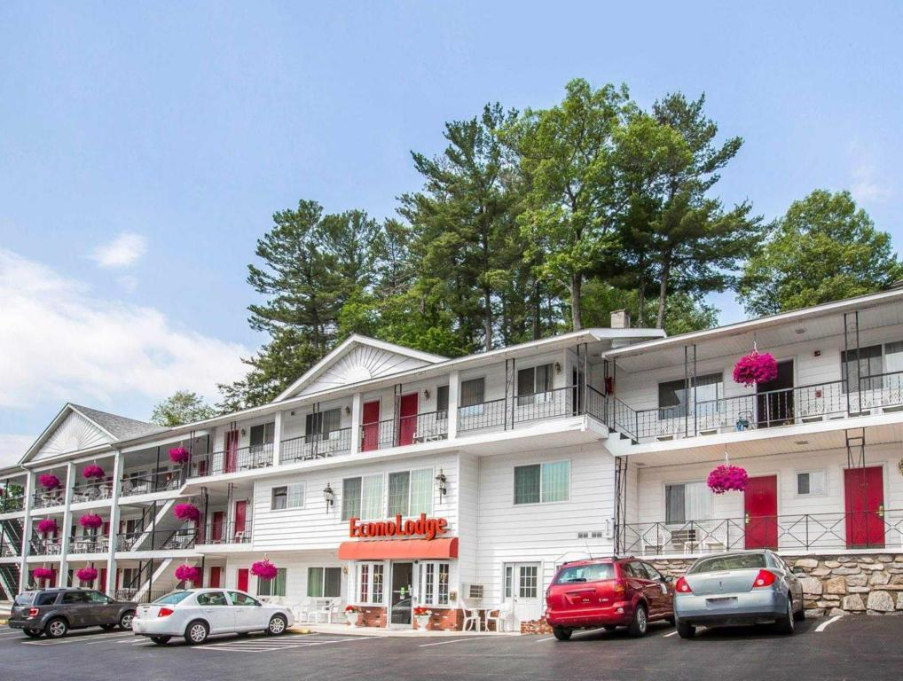 More about Econo Lodge Downtown Lake George