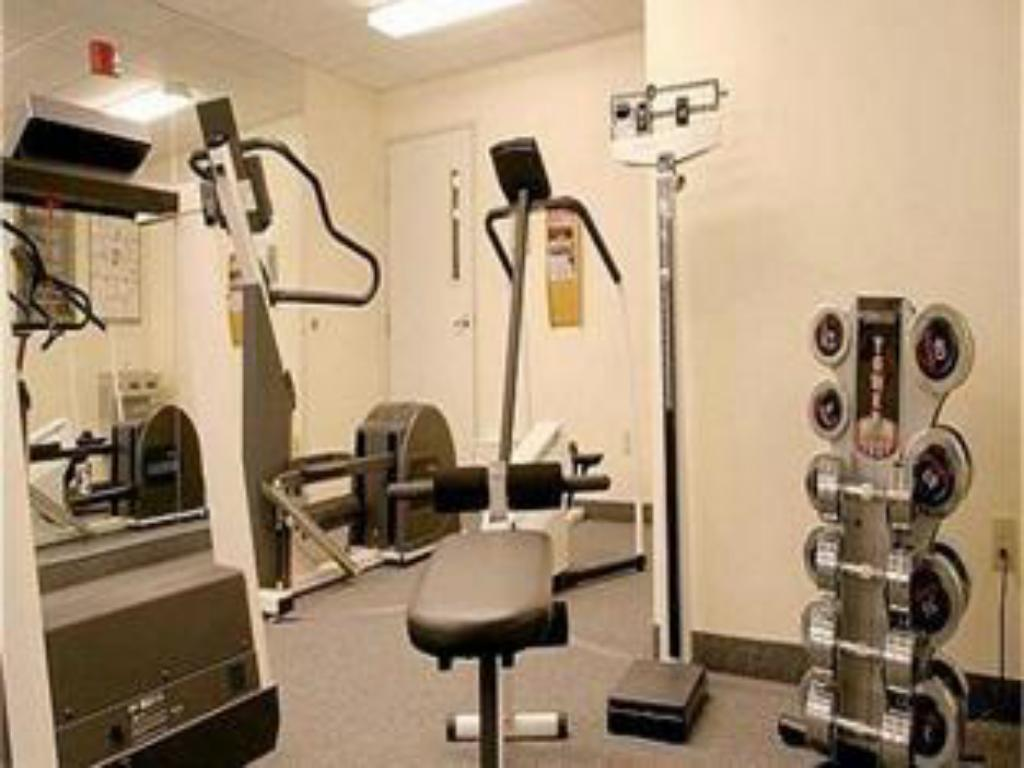 Fitness center Candlewood Suites Rockford