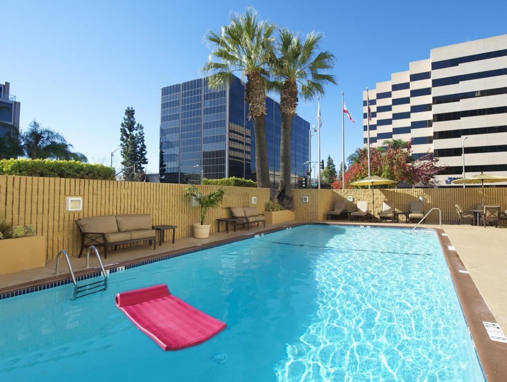 Hilton Pasadena Hotel In Los Angeles Ca Room Deals Photos Reviews