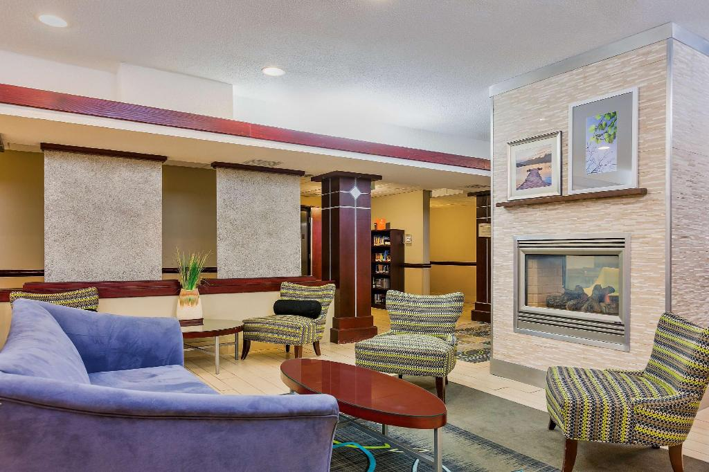 Lobby Country Inn  Suites by Radisson Cedar Rapids North IA