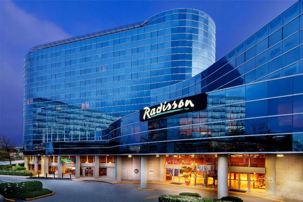 More about Radisson Hotel Vancouver Airport